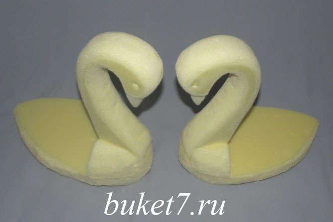 Мастер-класс лебеди из конфет шаг 15