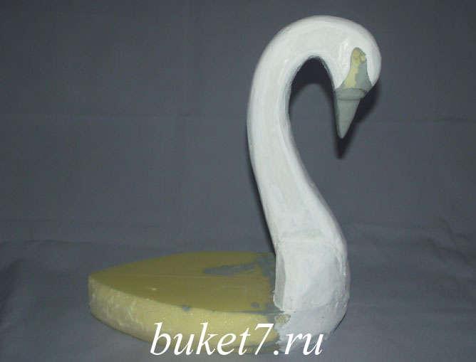 Мастер-класс лебеди из конфет шаг 18