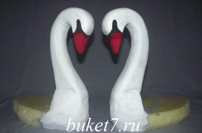 Мастер-класс лебеди из конфет шаг 22