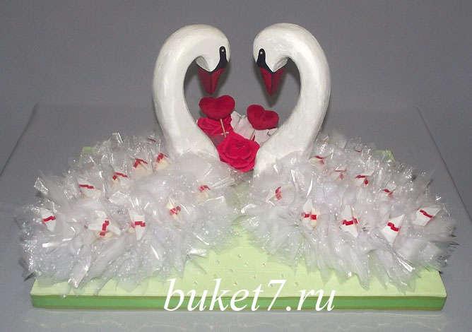 Мастер-класс лебеди из конфет шаг 25