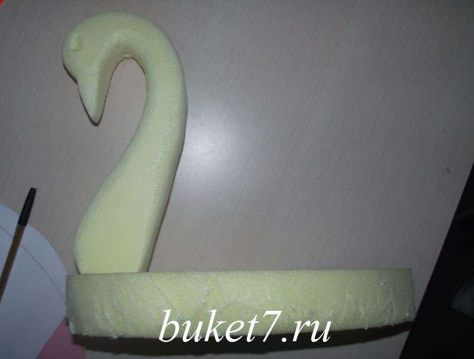 Мастер-класс лебеди из конфет шаг 8