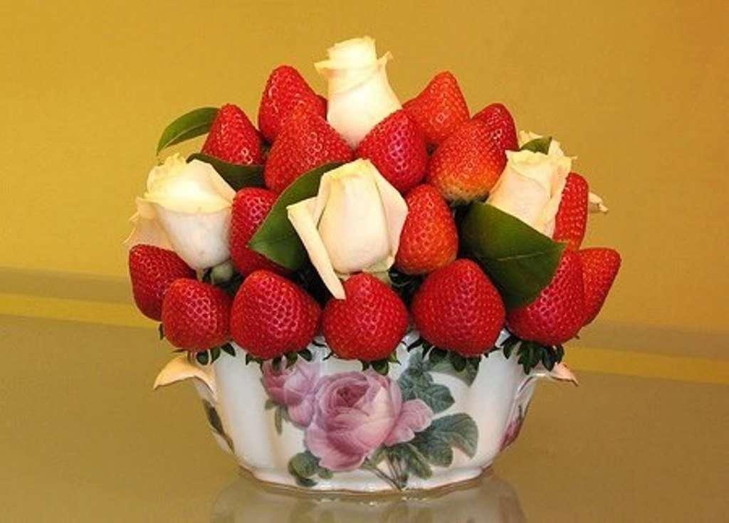 Композиция из ягод и цветов своими руками 25