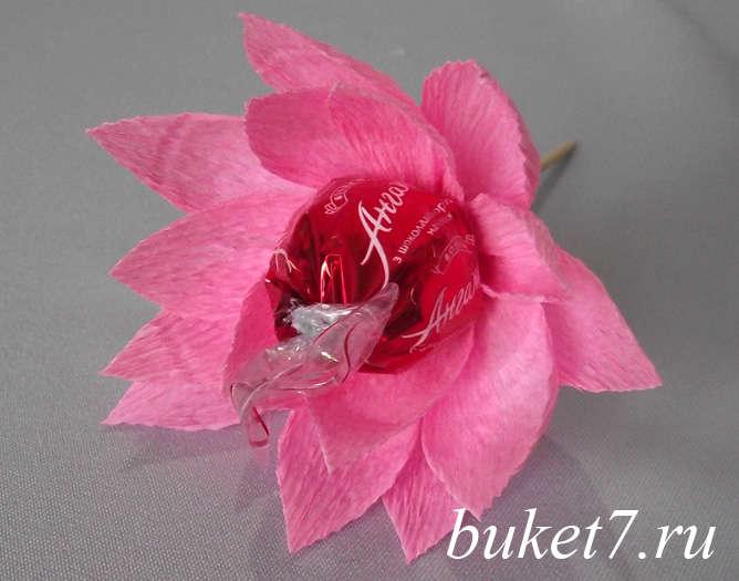 Цветок из конфет