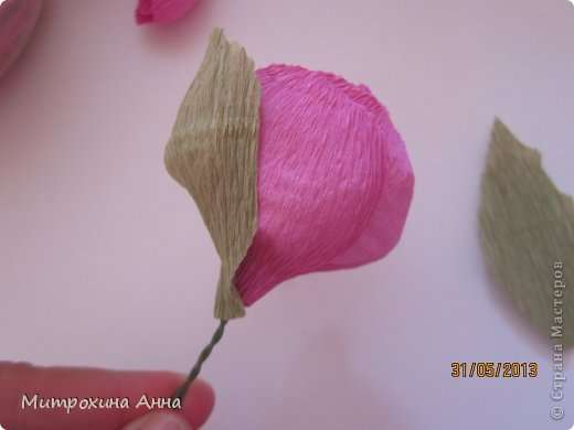 Как сделать английскую розу из гофрированной бумаги Шаг 20